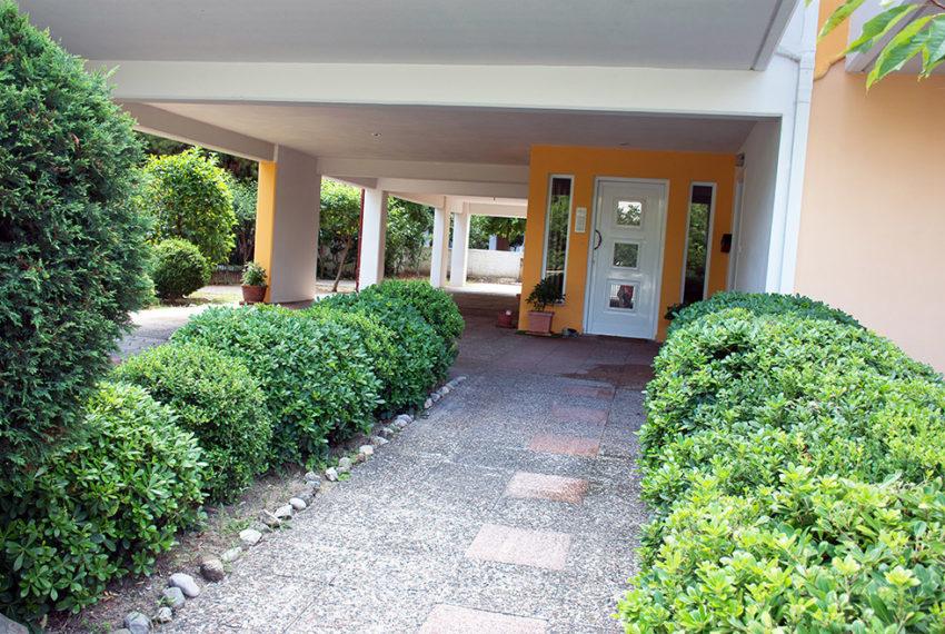 kamena vourla offer new house