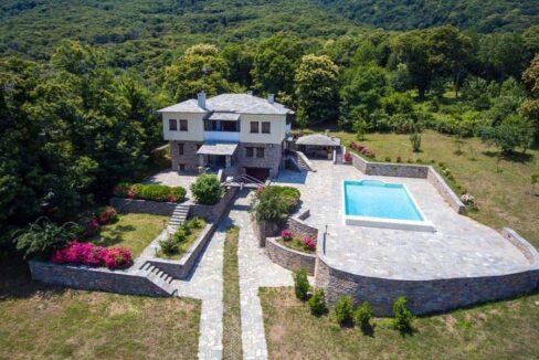 villa-with-swimming-pool